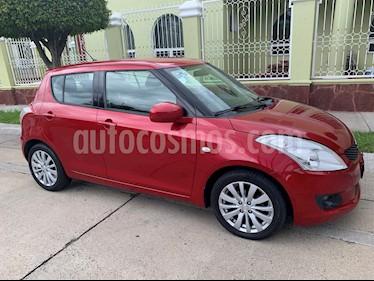 Suzuki Swift 1.4L usado (2013) color Rojo Rock precio $140,000