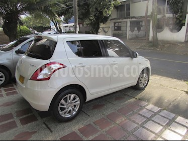 Foto venta Carro usado Suzuki Swift GL (2015) color Blanco precio $29.500.000