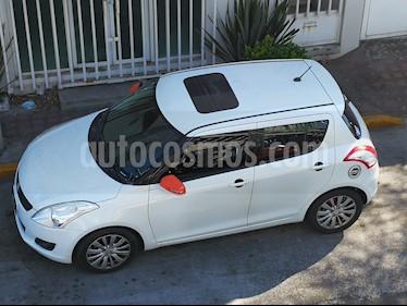 Foto venta Auto usado Suzuki Swift GLX Aut (2013) color Blanco precio $137,000