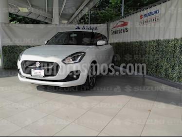 Foto Suzuki Swift GLX Aut usado (2018) color Blanco precio $227,000