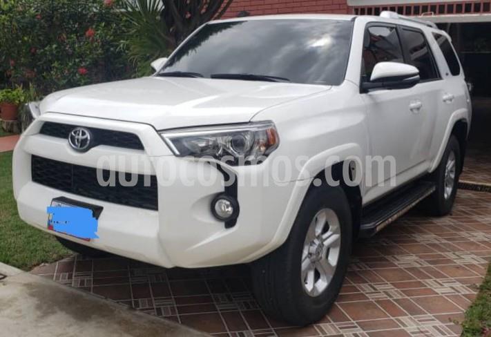 Toyota 4Runner Sr5 V6,3.4i,24v A 2 2 usado (2015) color Blanco precio BoF40.000