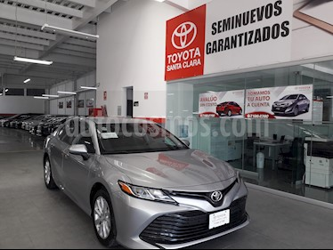 Foto venta Auto usado Toyota Camry 4p LE L4/2.5 Aut (2018) color Plata precio $344,000