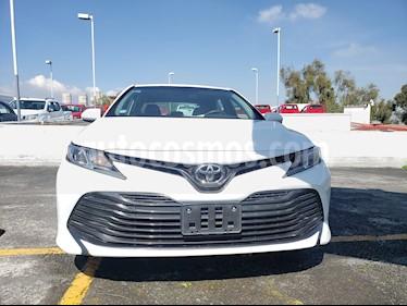 Toyota Camry LE 2.4L usado (2018) color Blanco precio $305,000