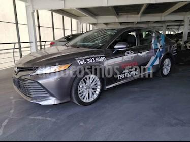 Toyota Camry XLE 2.5L Navi usado (2020) color Gris precio $497,000