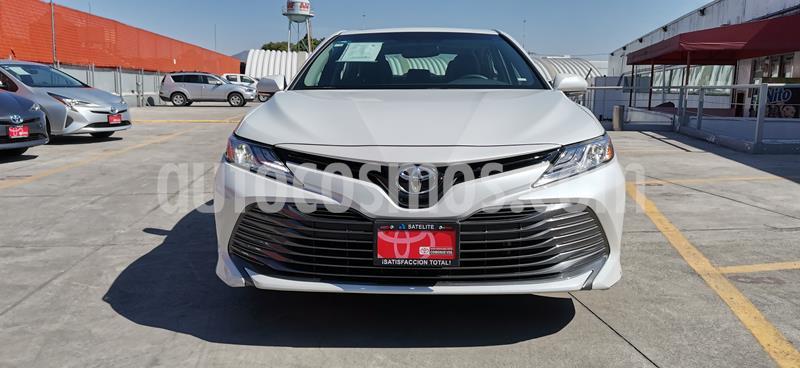 Toyota Camry XLE 2.5L usado (2018) color Blanco Perla precio $350,000