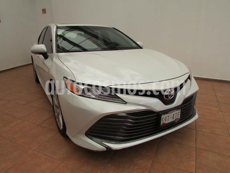 Toyota Camry XLE 2.5L usado (2018) color Blanco Perla precio $390,000