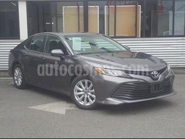 Toyota Camry LE 2.5L usado (2018) color Gris precio $265,000