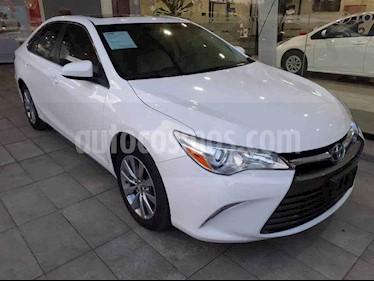 Toyota Camry 4p XLE L4/2.5 Aut usado (2017) color Blanco precio $295,000