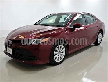 Toyota Camry LE 2.5L usado (2019) color Rojo precio $300,000
