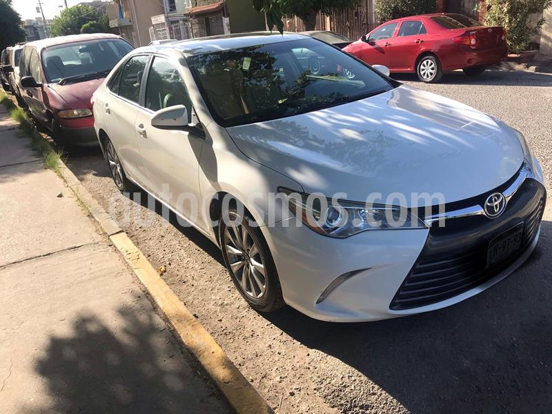 Toyota Camry XLE 2.5L usado (2015) color Blanco precio $235,000