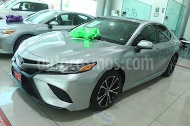 Toyota Camry SE 2.5L usado (2018) color Plata precio $369,000
