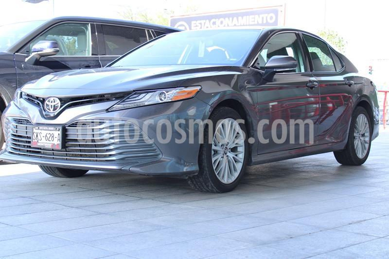 Toyota Camry XLE 2.5L Navi usado (2020) color Gris precio $495,000