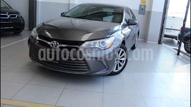 Toyota Camry 4p XLE L4/2.5 Aut usado (2016) color Gris precio $215,000