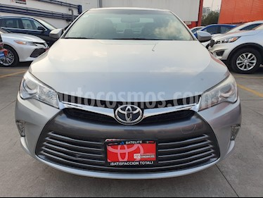 Toyota Camry XLE 2.4L usado (2016) color Plata precio $255,000