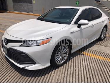 Toyota Camry XLE 2.5L Navi Hibrido usado (2020) color Blanco precio $575,000