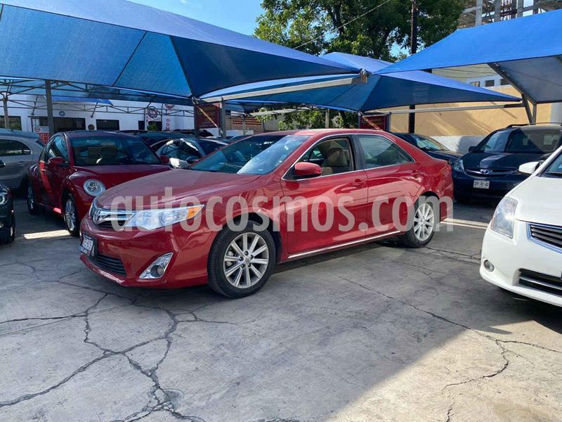 Toyota Camry XLE 2.5L usado (2014) color Vino Tinto precio $239,900