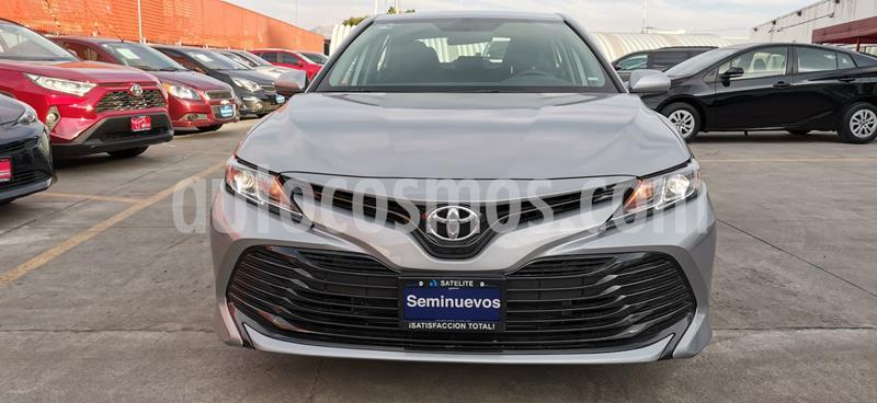 Toyota Camry LE 2.5L usado (2020) color Plata precio $400,000