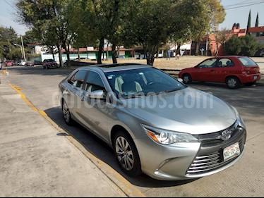 Toyota Camry XLE 2.5L usado (2017) color Plata precio $285,000