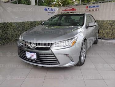 Foto venta Auto usado Toyota Camry XLE 2.4L (2017) color Plata precio $310,000