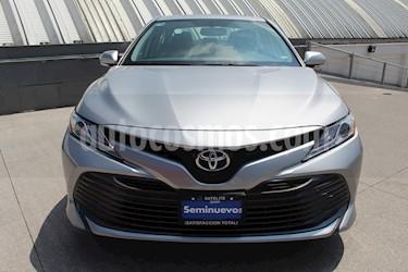 Foto Toyota Camry XLE 2.4L usado (2019) color Plata precio $452,000