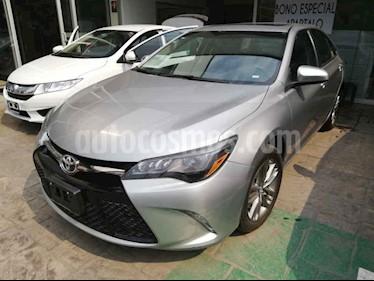 Foto venta Auto usado Toyota Camry XLE 3.5L V6 (2016) color Gris precio $254,000