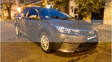 Toyota Corolla 1.8 XLi usado (2017) color Gris Oscuro precio $680.000