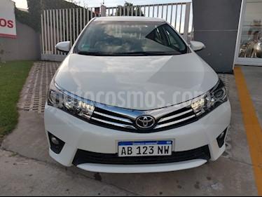 Toyota Corolla 1.8 XEi Pack usado (2017) color Blanco Perla precio $990.000