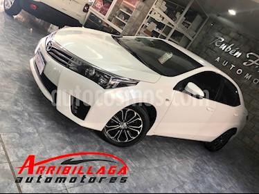 Toyota Corolla 1.8 XLi usado (2015) color Blanco Perla precio $930.000