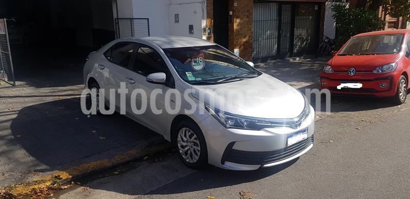 Toyota Corolla 1.8 XLi CVT usado (2018) color Gris Plata  precio $1.190.000
