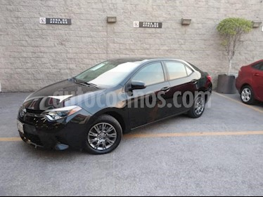 Toyota Corolla 4P BASE TM6 A/AC. BL R-16 usado (2015) color Negro precio $165,000