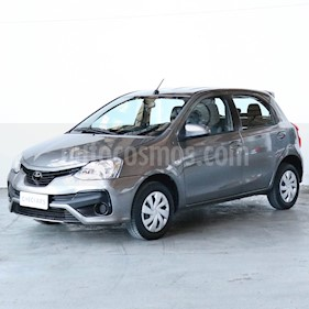 Toyota Etios Hatchback XS usado (2018) color Gris precio $680.000