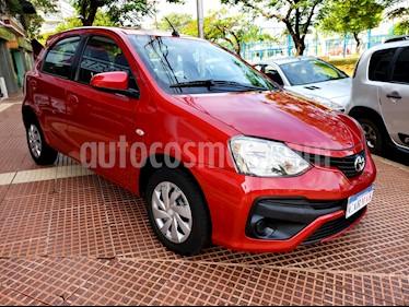 Toyota Etios Hatchback XS usado (2017) color Rojo precio $589.990