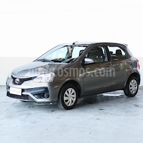 Toyota Etios Hatchback XS usado (2018) color Gris Oscuro precio $680.000