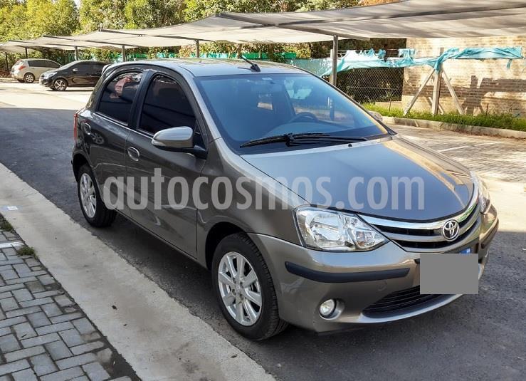 Toyota Etios Hatchback XLS 2016/17 usado (2017) color Gris Oscuro precio $709.900