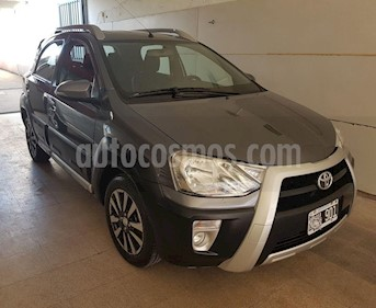Toyota Etios Hatchback Cross usado (2014) color Gris Oscuro precio $455.000