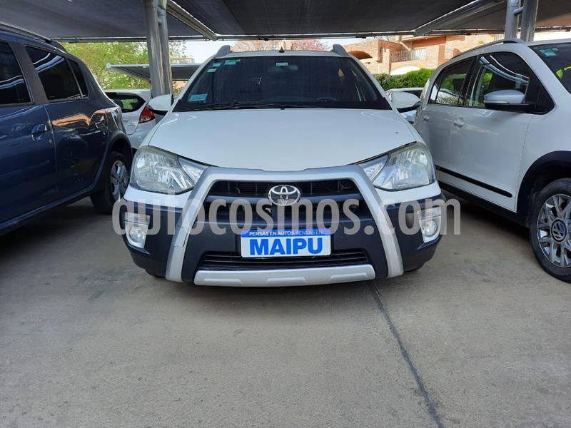 Toyota Etios Hatchback Cross usado (2014) color Blanco precio $850.000