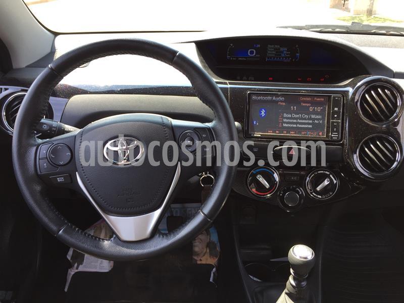 Toyota Etios Hatchback XLS 2016/17 usado (2018) color Blanco Perla precio $945.000
