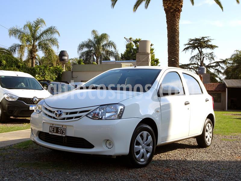 Toyota Etios Hatchback X usado (2013) color Blanco precio $598.000