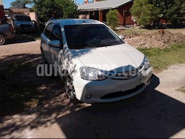 Toyota Etios Hatchback XLS 2015/2016 usado (2015) color Blanco precio $530.000