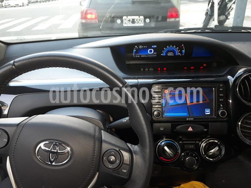 Toyota Etios Hatchback Platinum Aut 2016/17 usado (2017) color Gris Plata  precio $974.000