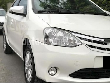 Toyota Etios Hatchback XLS usado (2014) color Blanco Perla precio $260.000