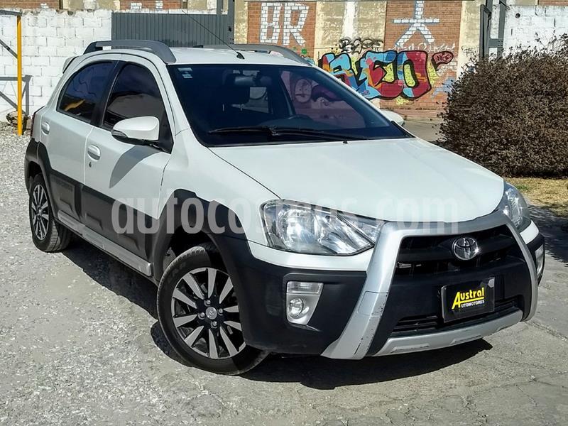 Toyota Etios Hatchback Cross usado (2015) color Blanco precio $470.000