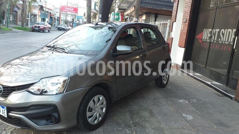 Toyota Etios Hatchback X nuevo color Arena precio $1.050.000