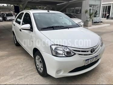 Toyota Etios Hatchback Cross Aut usado (2017) color Blanco precio $560.000