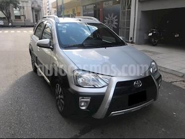 Foto venta Auto usado Toyota Etios Hatchback Cross (2014) color Plata precio $350.000