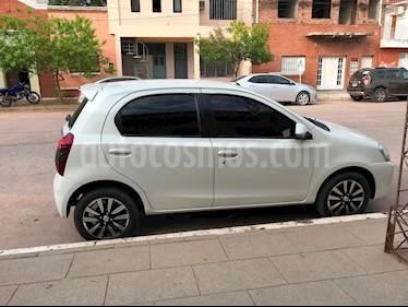 Foto venta Auto usado Toyota Etios Hatchback Platinum (2015) color Blanco Perla precio $340.000