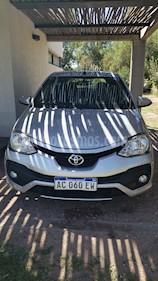 Toyota Etios Hatchback XLS Aut usado (2018) color Gris Plata  precio $450.000