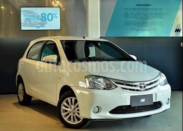 Toyota Etios Hatchback XLS usado (2014) color Blanco precio $450.000