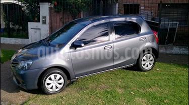 Foto venta Auto usado Toyota Etios Hatchback XS (2014) color Gris Oscuro precio $340.000