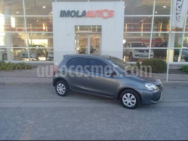 Foto venta Auto usado Toyota Etios Hatchback XS (2014) color Gris Oscuro precio $350.000